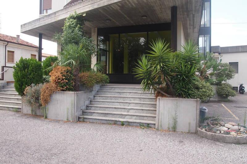 Gabetti - Agenzia Immobiliare Verona - Bussolengo, negozio in affitto