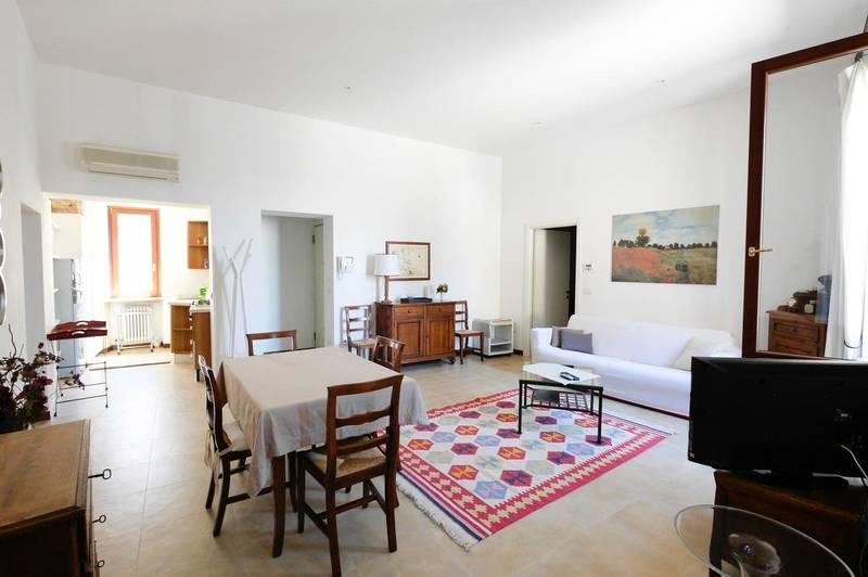 Ampio bilocale arredato in affitto in centro a Verona