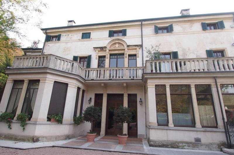 Piano nobile in villa storica