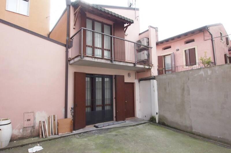 CORSO MILANO, appartamento su 2 livelli, totalmente indipendente