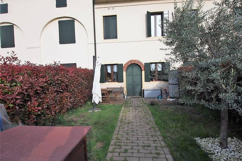 Belfiore, vendesi appartamento su due livelli con piccolo giardino di proprietà