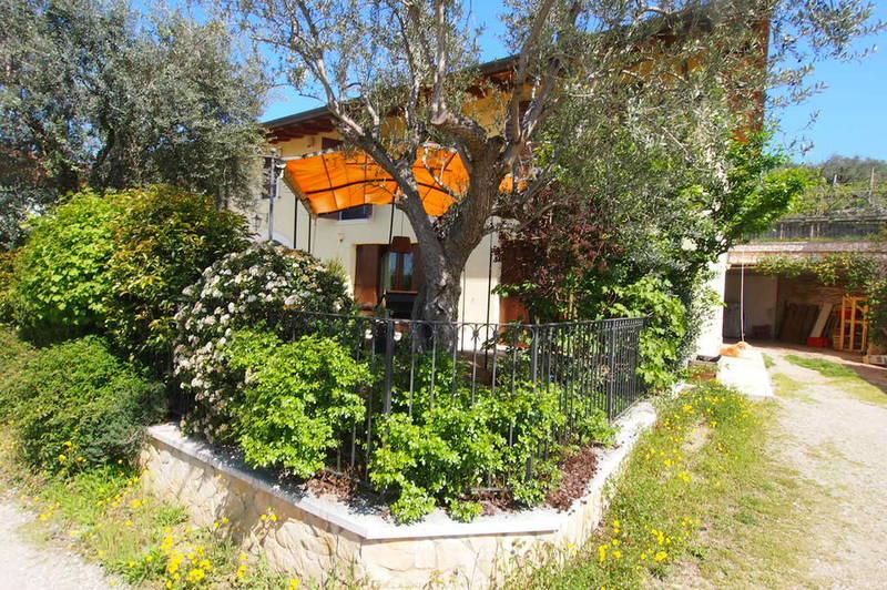 Montorio, vendesi bifamiliare con giardino