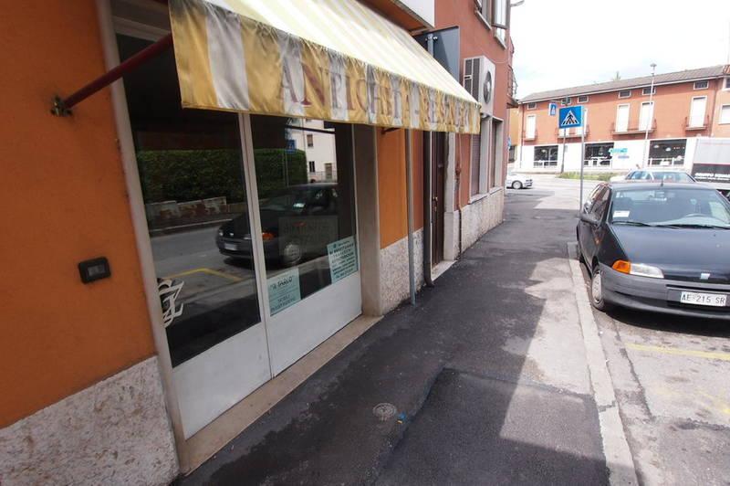 Negozio in vendita a Verona