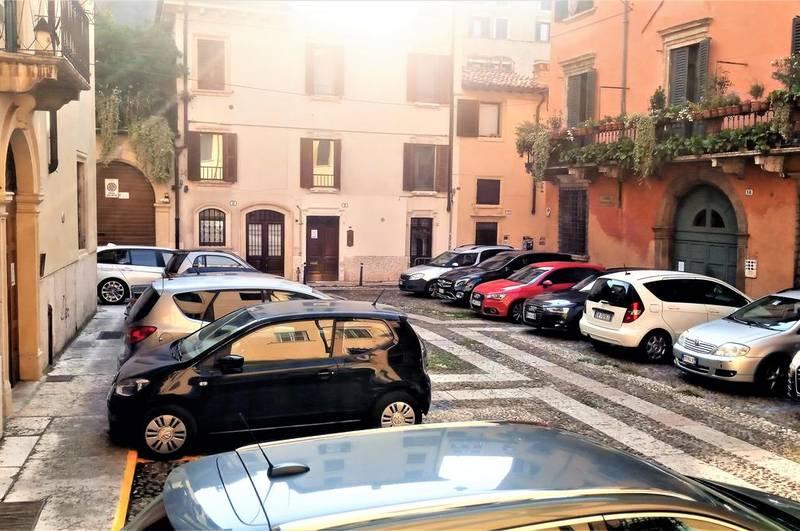 Bilocale in affitto, centro storico, verona