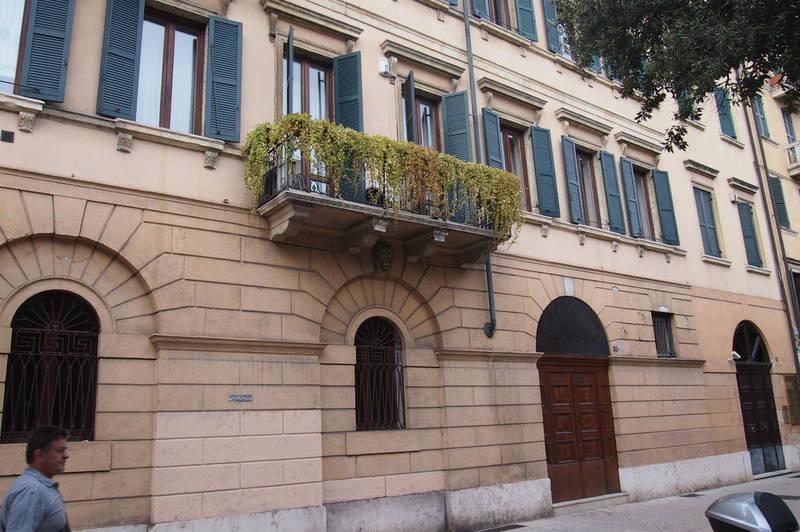 Ufficio vetrinato in affitto a Verona Corso Porta Nuova
