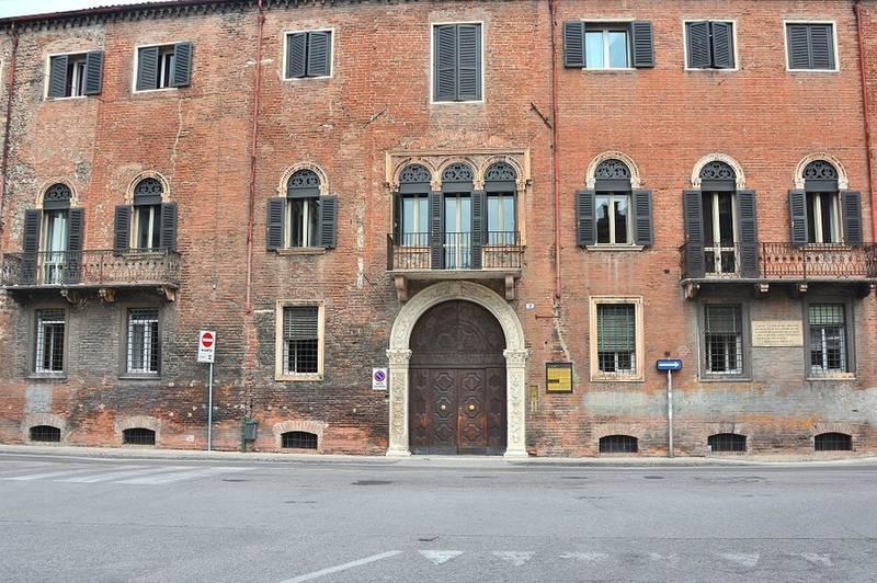 Verona, quadrilocale arredato in affitto in centro